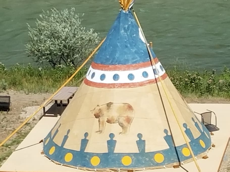 Grizzly Tipi close up