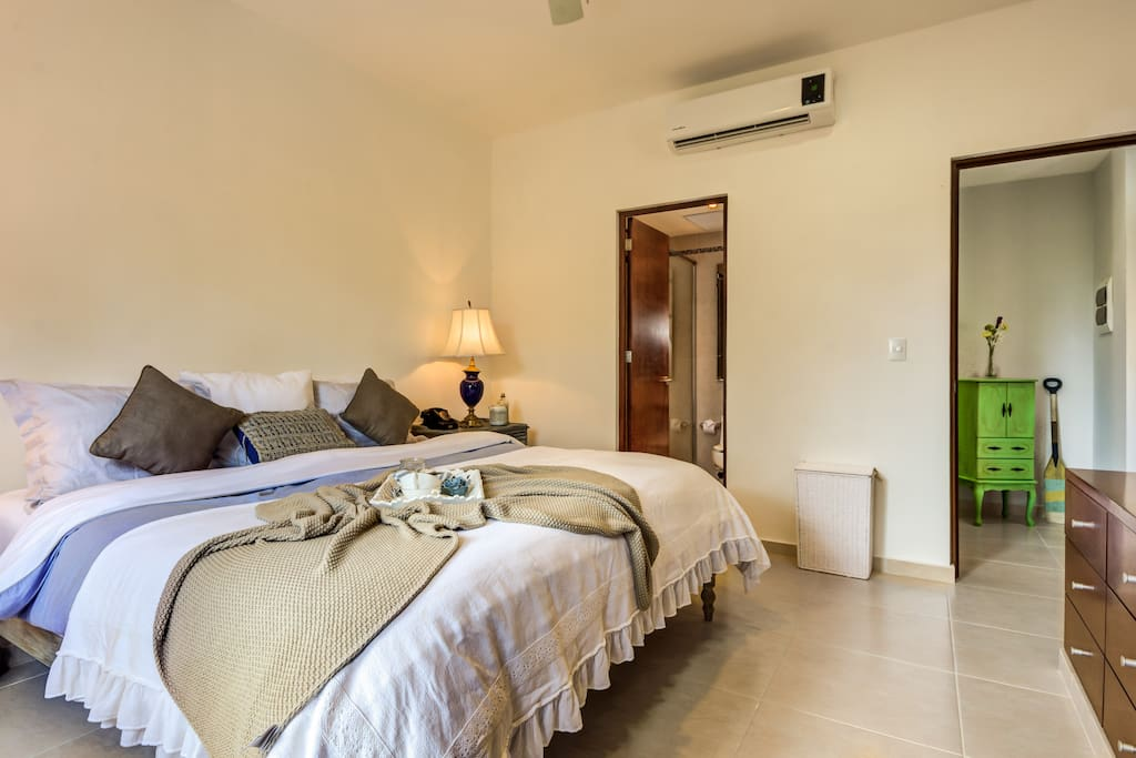 Room with Air conditioner and Private bathroom