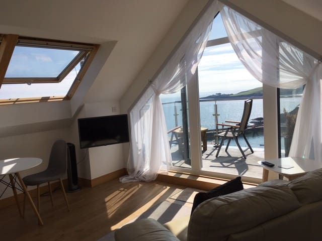 Stunning Mevagissey private cliff top apartment.