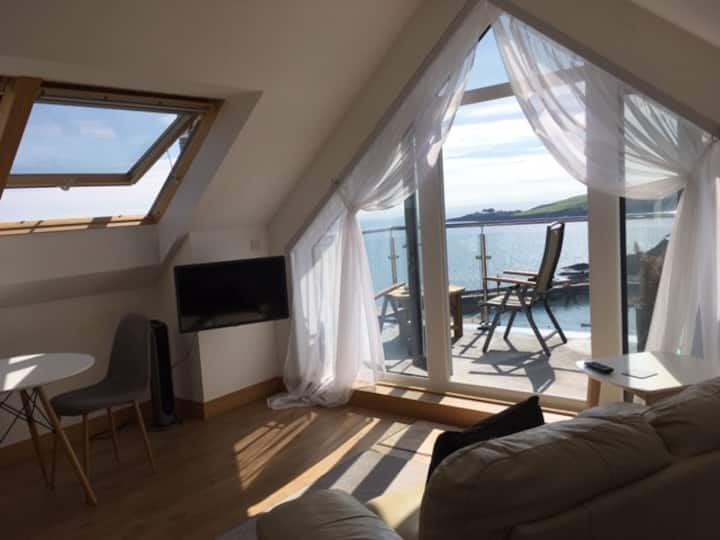 Stunning Mevagissey cliff top B & B apartment.
