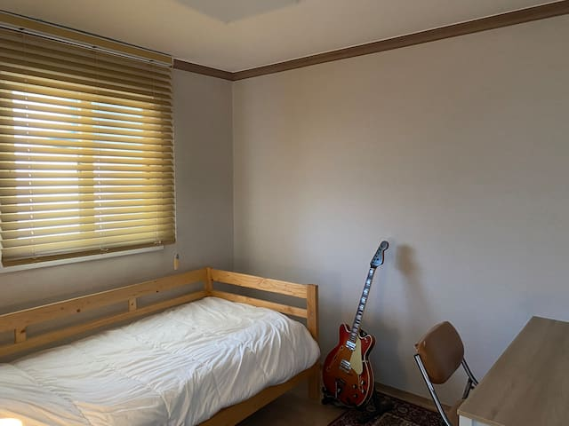 (Onsu staion line1, 7) Musician's Room