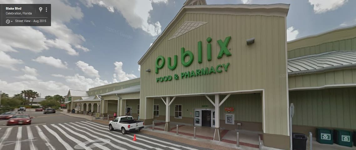 Publix Grocery and Pharmacy. 5 Min away