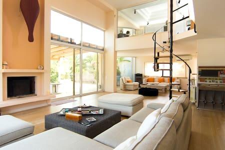 Kinetta luxury seafront pool villa - Vila