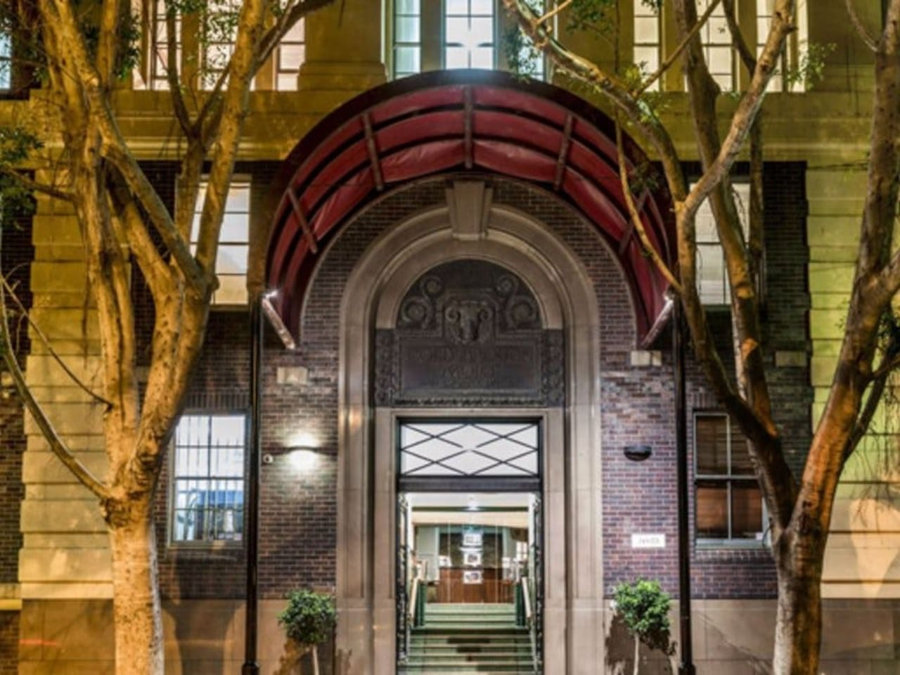 Oaks Goldsborough Apartments main entrance on Pyrmont Street.  Stay in a part of Sydney's history in the beautifully, architecturally converted Woolstore.