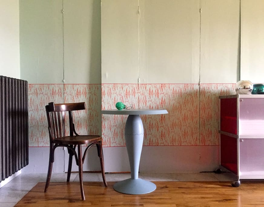 Il soggiorno (tavolino Miss Balù, by Philippe Starck per Kartell)