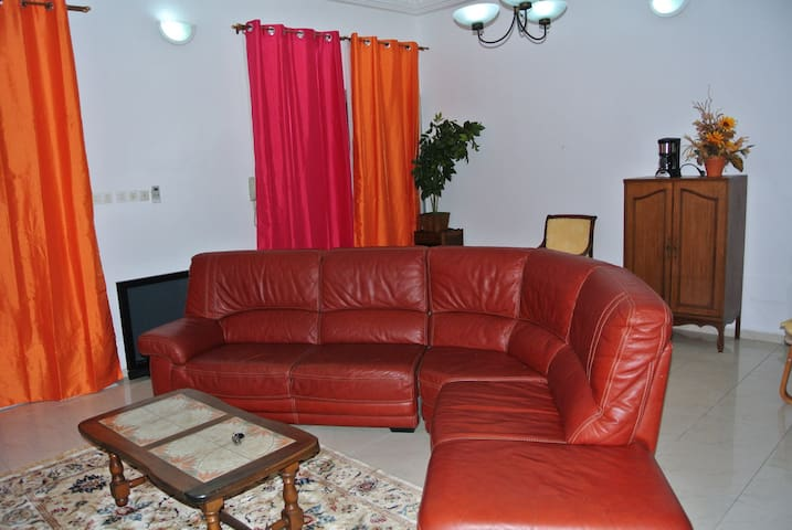 FAAMS Downstairs, Cozy Guesthouse near Bota Garden - Limbe - Apartamento