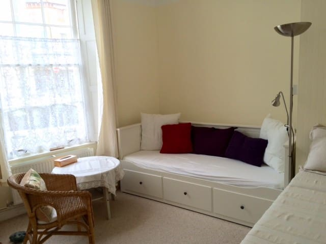 Bright room in town centre - Dawlish
