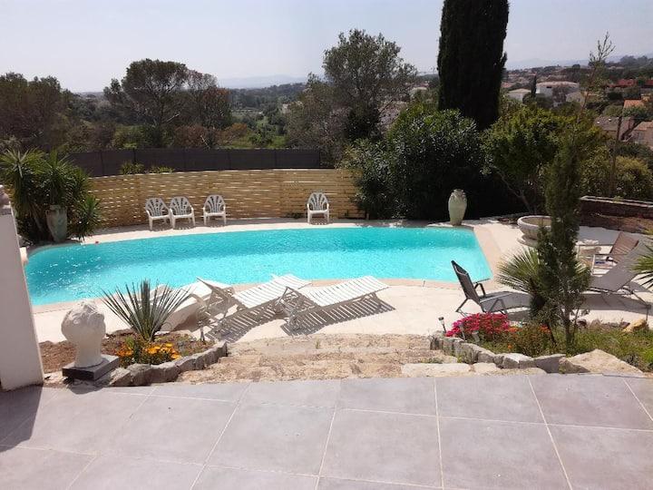 Appartement  avec terrasse et vue piscine (3*)