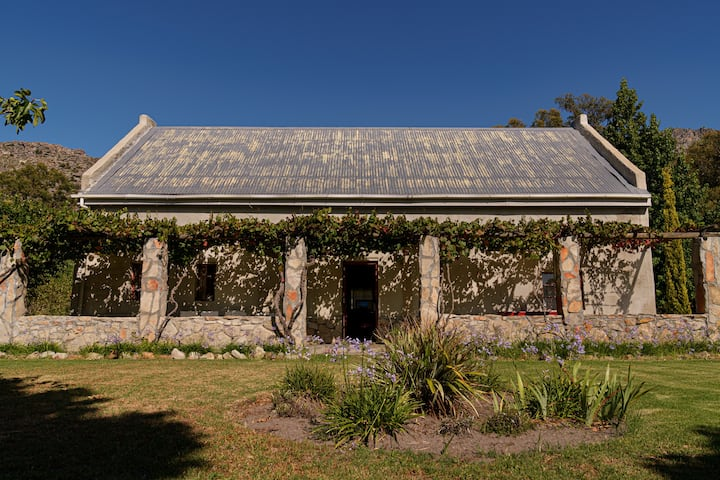 Fynbos Mountain Cottage close to town