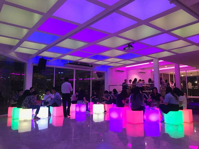 LED cubes and cube tables   Enquire about our customizable meeting packages complete with photowall, catering, teambuilding games & break out rooms! Or even our barista coffee bar!
