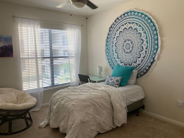 Twin Room-One person-Katy, Texas-Kozy