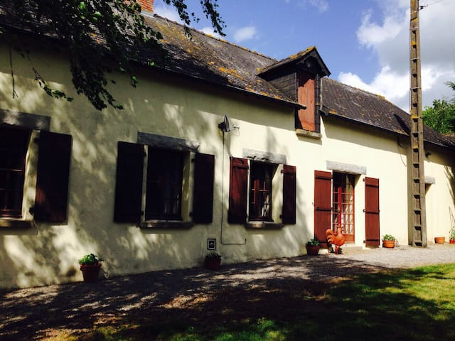 Rustic French Longere farmhouse - La Selle-Craonnaise - House