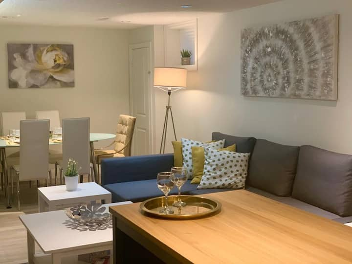 Charming 2 bedroom basement unit in Wilowdale area