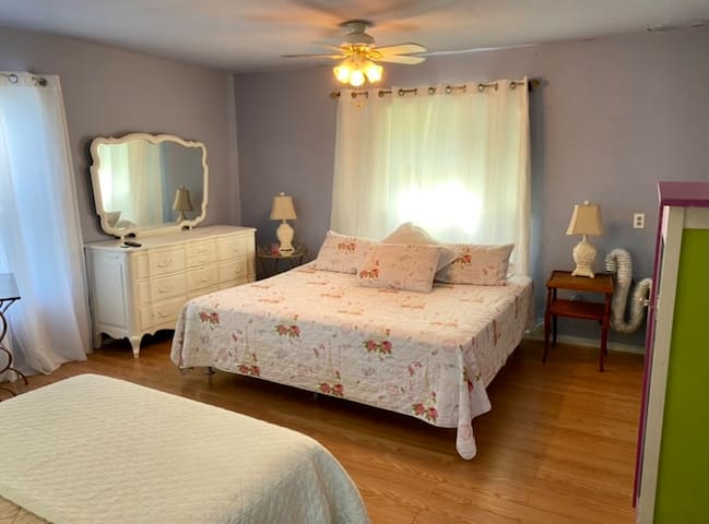 Extra large bedroom - lots of space - accommodating both a King size bed and Full size bed, vanity / chest of drawers, and full size washer and dryer.