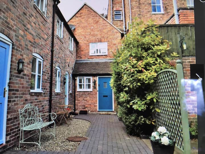 Central Bridgnorth, Old Bakery, renovated cottage