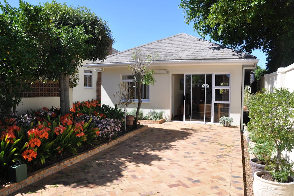 kapstadt milnerton garden cottage h user zur miete in kapstadt westkap s dafrika. Black Bedroom Furniture Sets. Home Design Ideas