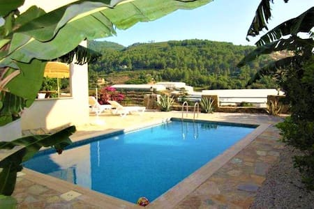 Villa Felix with sea view and private pool