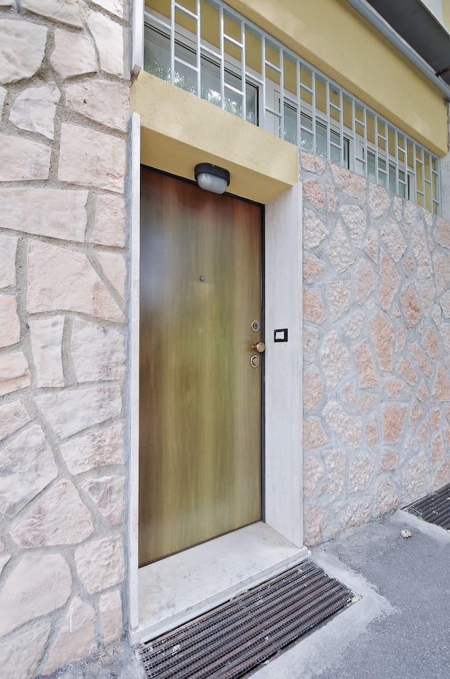 Appartamento con pulsantiera elettronica per accesso mediante codice  per self check -in