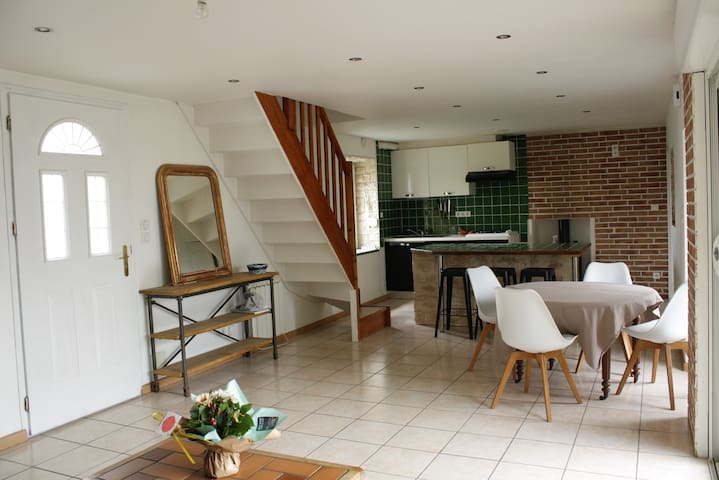 Old charming house, 1.8km far from the beach