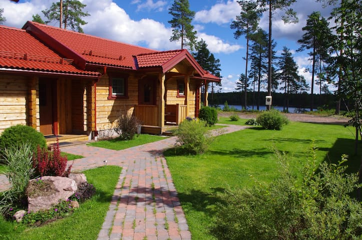 Sasvilan -Luxury Lakeside Holiday home - Mora - Huis