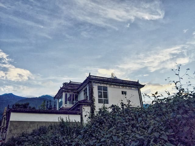 Villa on mountain with overlook of Dali &Ehai lake - Dali - Huoneisto