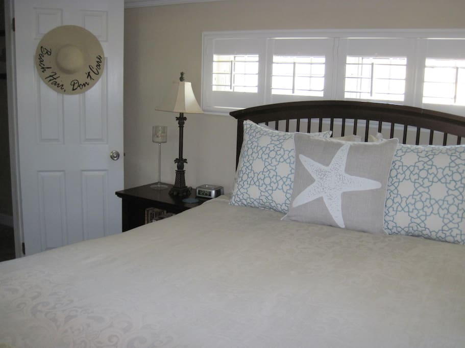 Bedroom with queen sized posturepedic mattress.