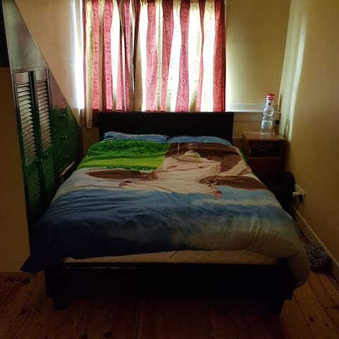 En-suite Room with parking, Wifi - Kiltimagh - Wohnung
