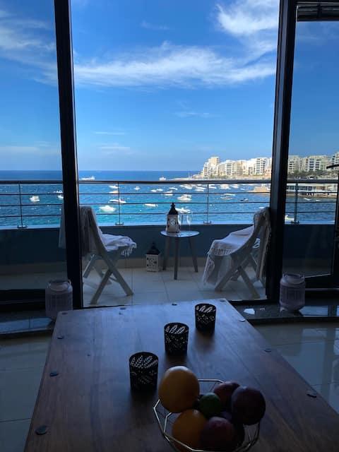 Elegant Bay View Apartment