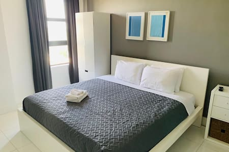 731 Studio unit in Hollywood Beach rsrt/NO PARKING