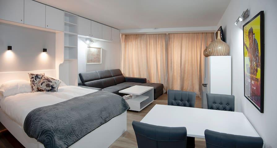 Comfortable queen side bed (160x200)