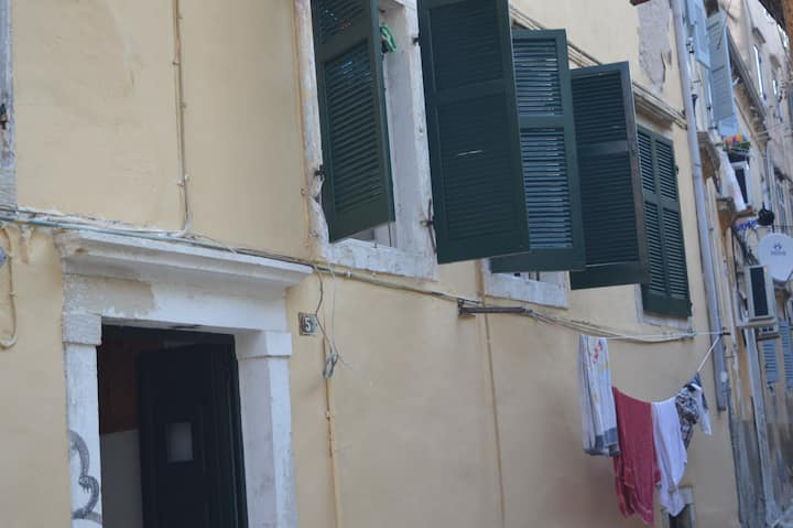 Renovated apartment near Lemonia Sqr Old Town