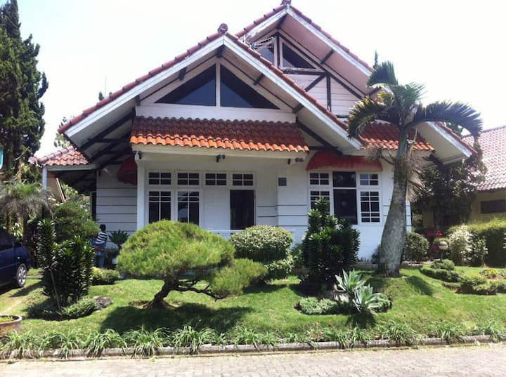 Villa Lotus Family D5 Puncak 3 bedrooms