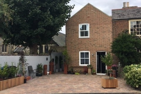 New cottage in the heart of Deal.