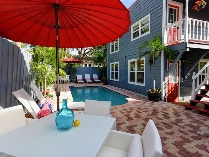 #1 Rated Airbnb in WPB!  PRIVATE POOL!