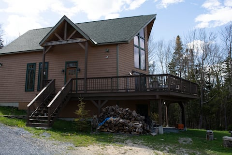 Chalet with Central A/C! Amazing views and privacy