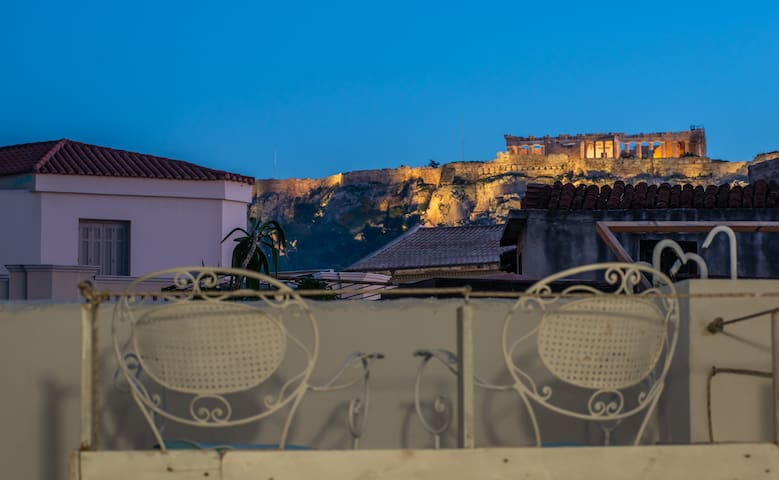 Acropolis view urban studio for4@metro Monastiraki
