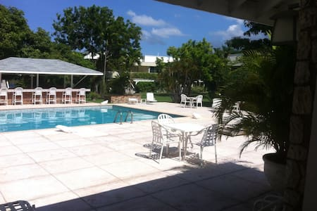 Studio by Bay/Beach.Close to downtown MoBay. Safe! - Montego Bay - Apartment