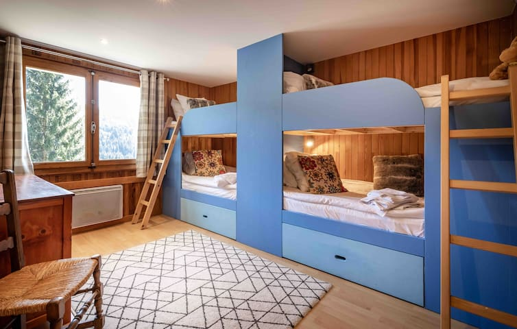 Bunk room with 4 single beds - ideal for kids/teenagers.