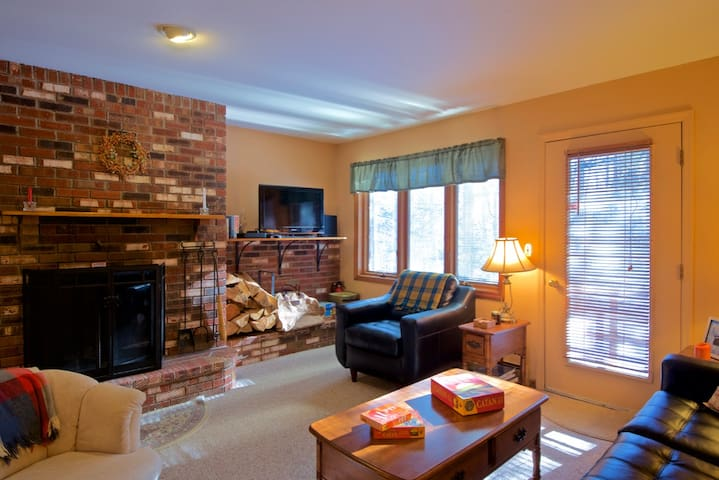 Glazebrook E2  is a two bedroom/1.5 bath townhouse sleeping 6 people located just 1 mile from Killington base lodges.