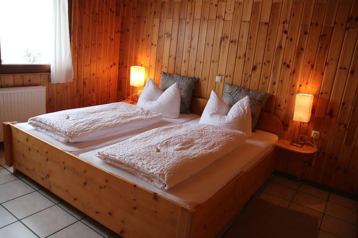 Holzhaus in der Eifel (Max 10 Pers.) - Dohm-Lammersdorf