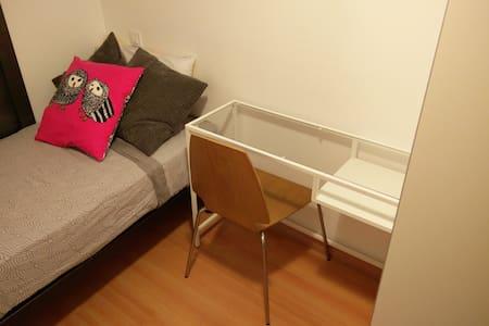 Cómoda habitación con baño - Viladecans - Dom
