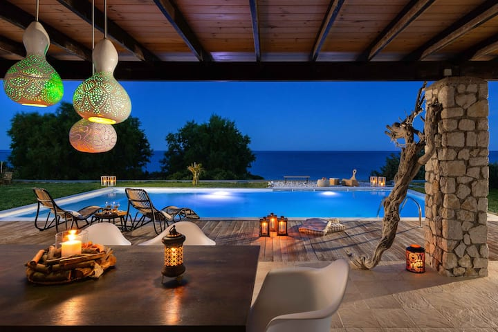 VILLA   SEVIL  LUXURY BEACHFRONT WITH PRIVATE POOL