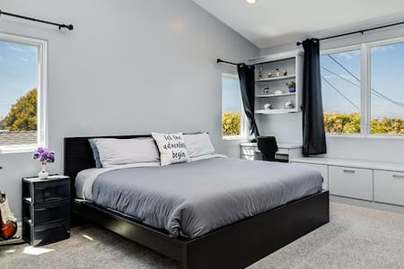 Private Bedroom KING near LAX