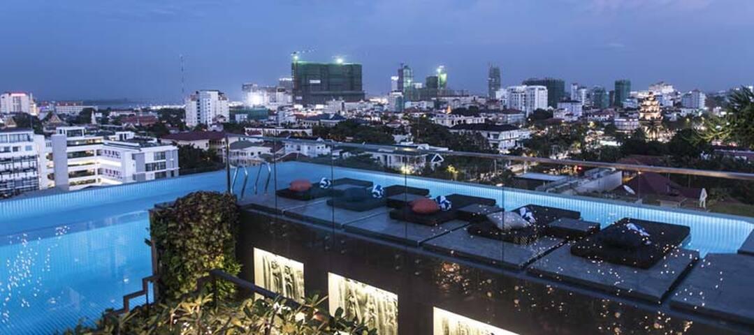 ♪ STUNNING glass pool + Pickup! ♪ - Phnom Penh