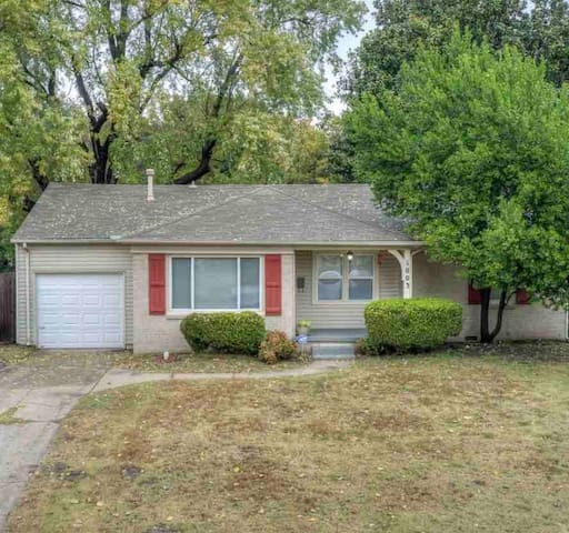 Midtown Tulsa, Updated & Clean. Prime location!