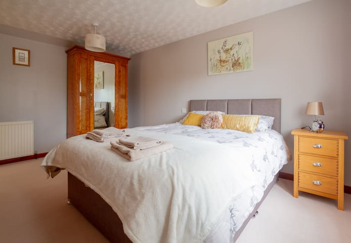 Drumbuie Annexe:  room with king size bed