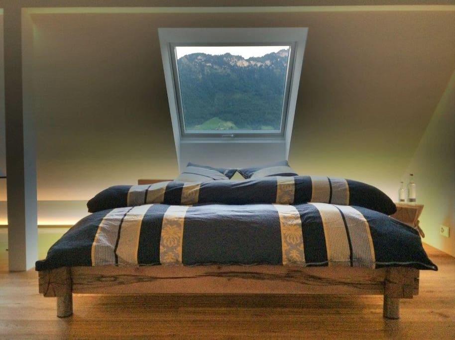 Hochwertiges Bett mit Tempur Matratze