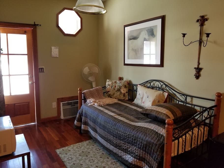 Thoroughbred room Day Bed