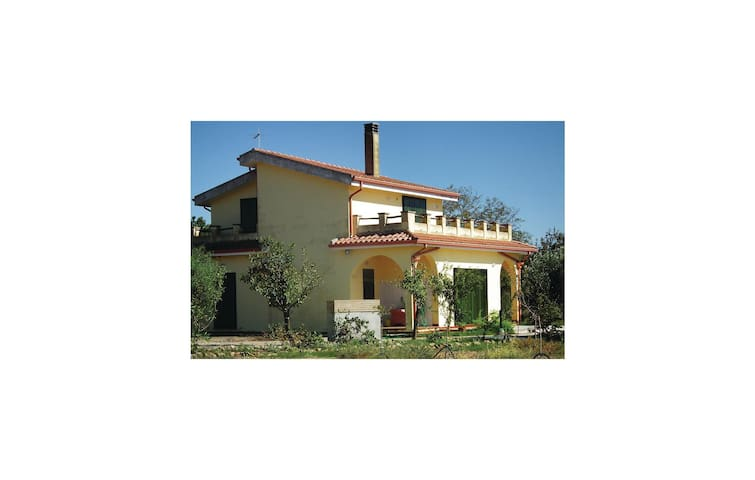 Holiday cottage with 4 bedrooms on 130 m² in Uta (CA)