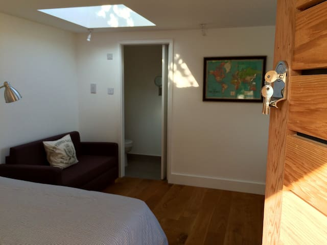 Brand new, detached Studio apartment. Sleeps 2 - Brighton - Lejlighed